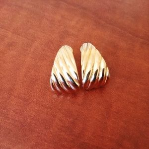 Vintage Monet Gold Toned Earrings